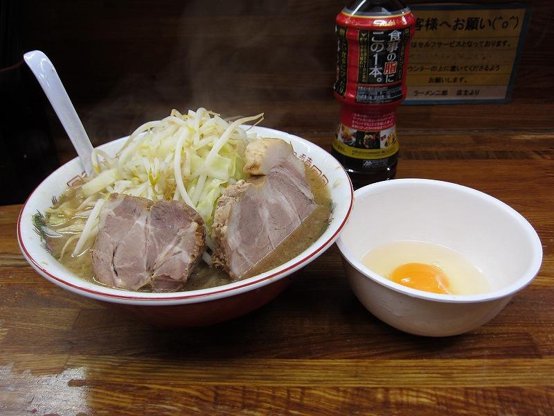 大ラーメン 麺カタメ しょうが 生たまご ¥800 + ¥50