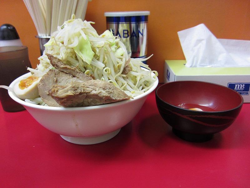 ラーメン中 麺カタメ なま玉子 ¥700 + ¥50