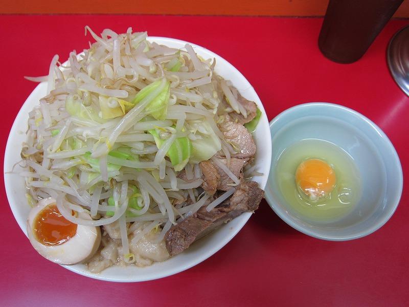ラーメン中 麺カタメ なま玉子 ヤサイマシ アブラ少し
