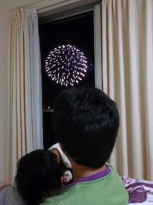 花火の見えるリビングで