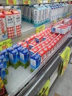 牛乳売り場にて