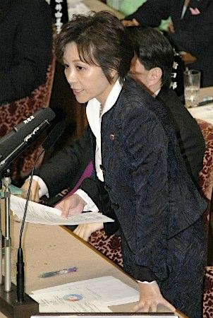 TPPに関する参院予算委員会集中審議で質問する自民党の佐藤ゆかり氏=11日午後、国会内