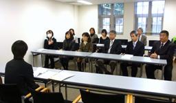文科省に要請に訪れた神奈川の朝鮮初級学校校長とオモニ会代表たち(16日)