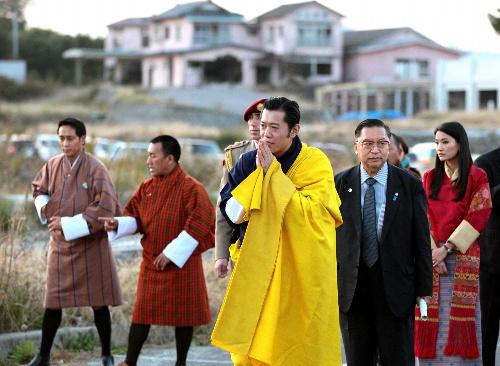 福島の被災地に到着された、ブータン国王