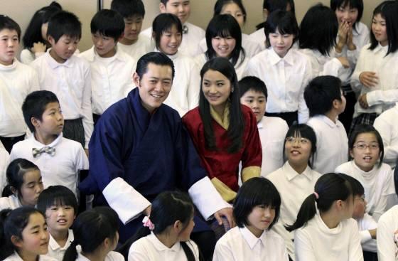 ブータン国王夫妻来日\1321650065566相馬をご訪問、祈りを捧げ、子どもたちを励まして下さった国王・王妃両陛下