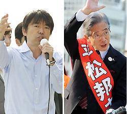 街頭演説をする橋下徹氏(左)と、手を振り有権者に支持を訴える平松邦夫氏=2011年11月14日
