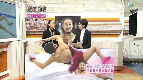 優勝した浅田真央の転倒した場面をわざわざ等身大パネルで設置 【韓国フジテレビ】