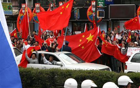 2008年4月に行われた長野の聖火リレーの時も、警察は支那人どもの多数の犯罪を現行犯逮捕せず、日本人の行動ばかりを厳しく制限した。