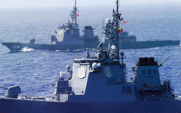 海上自衛隊と米海軍の艦艇五十隻が参加して行われた共同演習で、イージス艦「ちょうかい」にひるがえったZ旗、大スクープや!