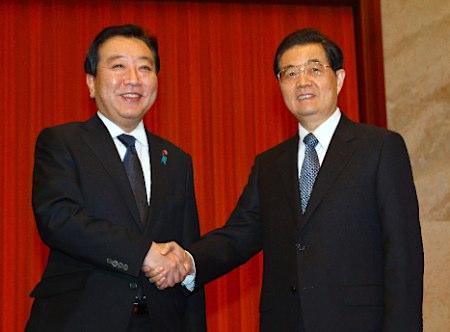 胡錦濤国家主席と握手する野田総理
