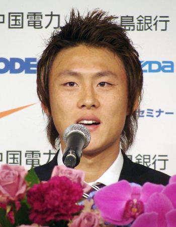 李忠成の移籍会見の発言「日本人FWが海外で活躍した歴史がない」「日本人としてというより、アジア人のFWとして活躍しなきゃというのがある」2012年1月16日