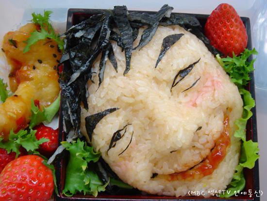 キムチの素を混ぜ込んだご飯の巻き寿司