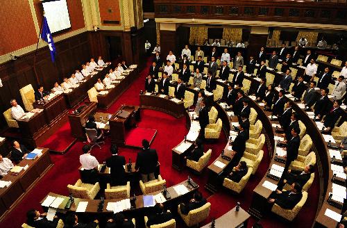 大阪府議会で「君が代条例」が賛成多数で可決された=3日午後7時32分、大阪府庁