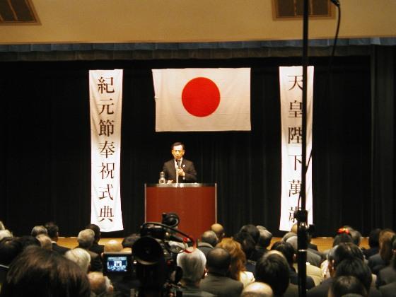 画像は、皇紀2669年2月11日に日本青年館で行われた「紀元節奉祝式典」での田母神俊雄前航空幕僚長の記念講演(核武装など)