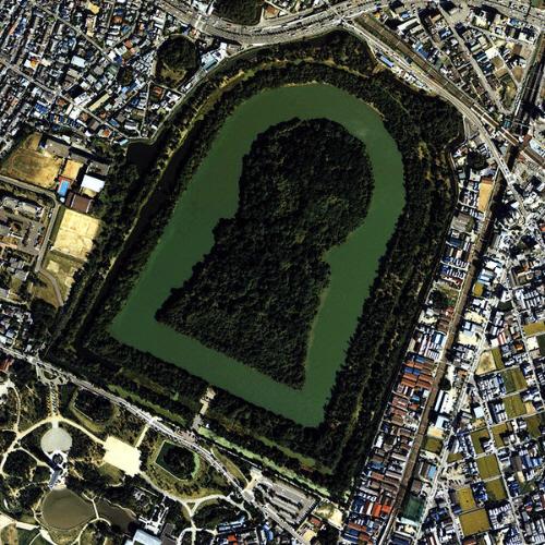 「仁徳天皇陵」(全長486m)5世紀