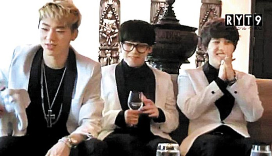 K-POP「BLOCK B」がタイのインタビューで、タイ大洪水の質問され、「金銭的な補償で気持ちが癒やされればいいですね。持っているのはお金だけですから」とコメント。メンバー同士で「いくら?」「7000ウ