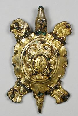 笹塚古墳で見つかった金銅製の亀形飾金具