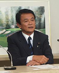 「広告税」導入を提唱した自民党の麻生太郎政調会長(2003年)