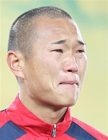 国歌演奏の際、号泣し涙を流す北朝鮮のチョン・テセ=現地15日、南ア・ヨハネスブルグのエリスパーク競技場