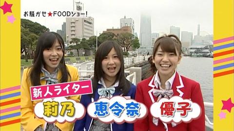 sAKB48は2010年5月15日に「お騒がせ F00Dショー!」で創価学会の柳原可奈子と共演したときに創価の3色衣装で出演している。AKB48出演メンバーは大島優子、指原莉乃、小野恵令奈。