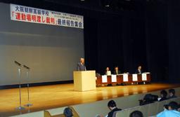 集会であいさつをする大阪朝鮮学園の辛正学理事長