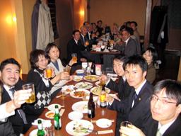 集会後の交流会では、勝利的和解に満足することなく今後も朝鮮学校を支援していこうと話し合った