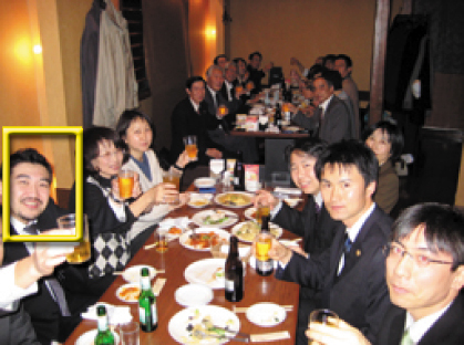 集会ではまず、大阪朝鮮学園の辛正学理事長と弁護団団長の丹羽雅雄弁護士があいさつした。つづいて弁護団の原啓一郎弁護士が基調報告を行い、和解までの経緯を説明。中森利久弁護士、普門大輔弁護士、金英哲弁護士が