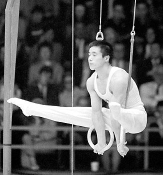 加藤沢男(当時21) 1968年メキシコ大会・男子体操個人総合金メダル