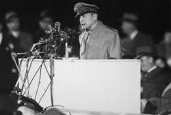 1951年5月、マッカーサーは米上院軍事外交委員会において