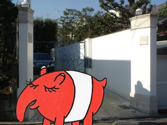 黒木邸は等々力2丁目に150坪ある白亜の豪邸(本名は伊知地)