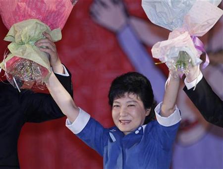 8月20日、聯合ニュースによると、韓国の与党セヌリ党は12月に行われる大統領選挙の候補として、朴槿恵6 件元代表(写真)を選出した