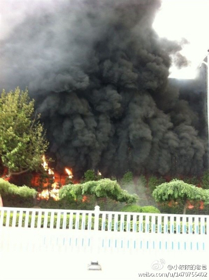 放火された、青島のミツミ電機の工場が大炎上