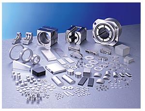 信越化学工業(株)のレア・アースマグネット(レア・アースを主原料にした高性能永久磁石)の製品群