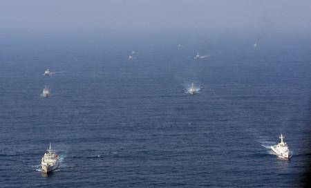 尖閣諸島周辺に中国政府の船12隻が現れる うち3隻が領海侵入