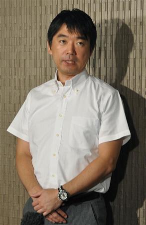 記者の質問に答える橋下徹大阪市長=19日午前、大阪市役所