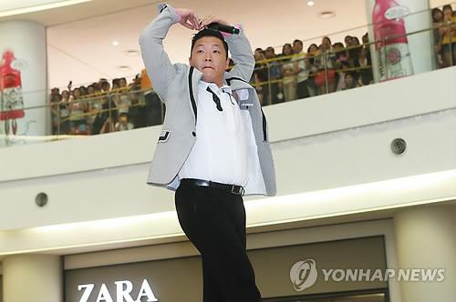 韓国人歌手PSY(サイ)の大ヒット曲「江南スタイル」がビルボードのシングルチャート「ホット100」で11位に浮上