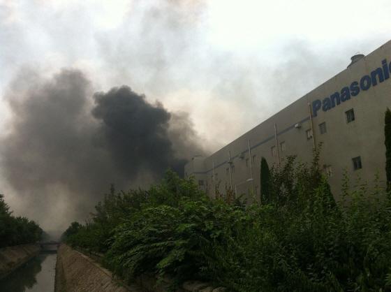 山東省青島 保税区のパナソニック工場が炎上