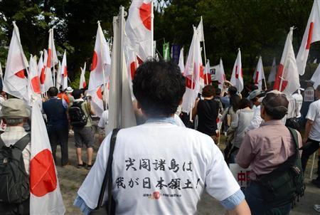 「頑張れ日本!全国行動委員会」による中国尖閣侵略阻止デモが行われた=22日午後、東京都港区(大西正純撮影)