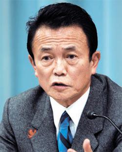 麻生太郎元日本首相。彼は25日、ソウル小公洞(ソゴンドン)ロッテホテルで開かれたソウル・東京フォーラムで韓国と日本の協力を強調した。