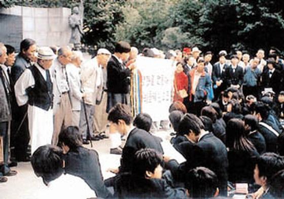 広島の高校生200人が韓国ソウルで土下座の謝罪強要