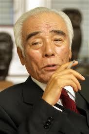 石井一選対委員長も3月5日午後、民主党本部で記者団に「責任を取らなければいけないほどの問題でない。(辞任には)発展しない」、「外国人から献金をもらったぐらいで大臣を辞めたら、誰も議員なんてできない」と述
