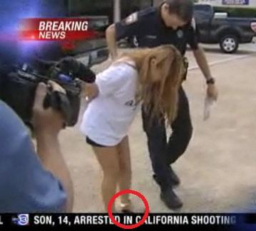 5月にテキサス州で逮捕された韓国人売春婦たちは、足首に鉄製の鎖をかけられて連行された姿がテレビで生中継されました。