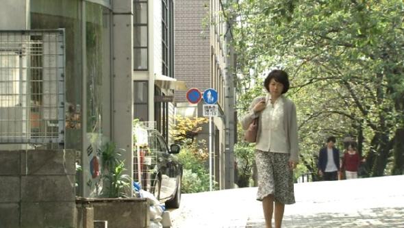 11月8日放送の昼ドラ『幸せの時間』の1シーン・左側のガラス(ショーウインドウ?)に何故か韓国国旗が不自然に映っている