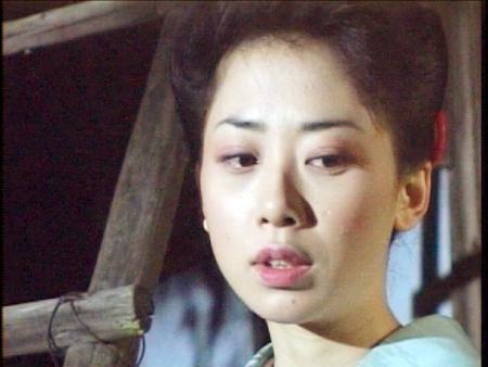 民主党の田中美絵子氏(33)が風俗ライターの過去に続きヌード出演していたことが新たに分かり、永田町に波紋を広げている。カルト映画でセックスシーンを演じ、そのかれんなおっぱいを披露していた
