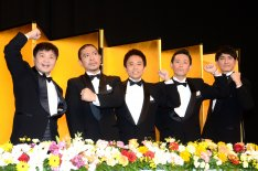「ダウンタウンのガキの使いやあらへんで!! 大晦日年越しスペシャル!! 絶対に笑ってはいけない熱血教師24時!」に出演する「ガキ使」メンバーの(左から)山崎邦正、ダウンタウン、ココリコ。