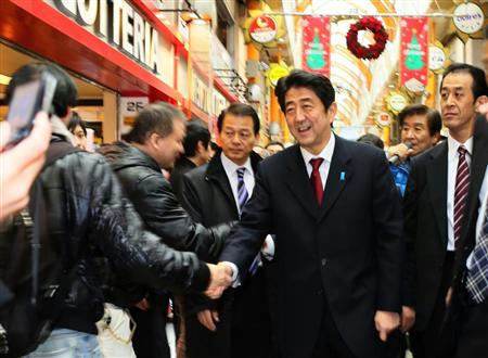 安倍総裁と野田首相が雌雄を決する次期衆院選。東京・大阪の序盤情勢を徹底分析した=28日午後、東京、中野区