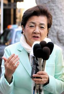 写真 「卒原発」プログラムを説明する嘉田代表=船橋市で