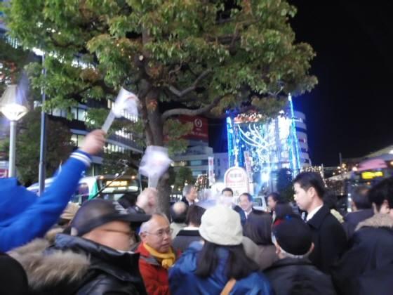 菅直人演説会に韓国旗いっぱい!(12月10日夜)吉祥寺