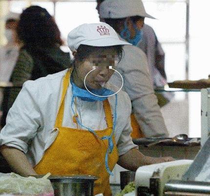 朝鮮人が日本人のために精魂込めてキムチを作っている。日本だけは特別。