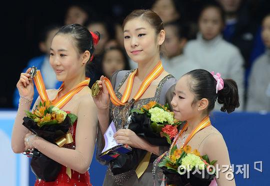 2013年1月、韓国選手権SPで転倒したが、優勝したキム・ヨナ=ソウル(共同)